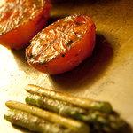 3792123 - 野菜の鉄板焼き トマトとアスパラ