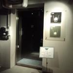 バーシス - ビルの入り口