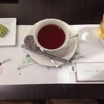 37925506 - 紅茶とお茶菓子