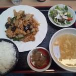 37926303 - ランチ 豚肉とニンニクの芽のピリ辛炒め 680円