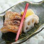 和処BAR輪 - こだわりの高級魚と塩味がマッチした「のどグロの塩焼き」