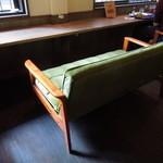 ティムニー - 2階にはカップルシートとテーブル席