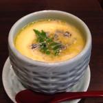 37929930 - ブルーチーズの茶碗蒸し。グラタンなのか茶碗蒸しなのか、不思議な味だが美味しい。そして新しい。ここに来たら食べてみた方がよい。