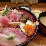 豊年満作 - 海鮮丼&味噌汁&漬物