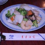 東栄酒家 - 海鮮と野菜の炒め物