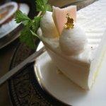 珈琲屋クレセント - レアチーズ、クレームラフィネ各400円