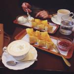 安田珈琲店 - ウインナーコーヒー、ジャムトースト