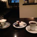 カフェ ド トレボン - ウインナーコーヒー、レアチーズケーキ、オールドブレンド