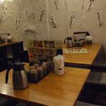 茅ヶ崎 海ぶね - 土壁に囲まれたテーブル席。少人数でも◎女子会や親しい友人との飲み会にぴったりな席をご用意致します!