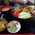 37938407 - 豚丼700円