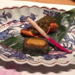 山水閣 別邸 回 - 焼物:桜鱒の蕗味噌焼き 蓬麩田楽 紅白はじかみ