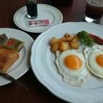 37947370 - ROYALモーニング  フライエッグ&トースト ドリンク付き  ¥660