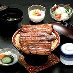 すみの坊 - 料理写真:三島名物の特上うなどん(3,400円)