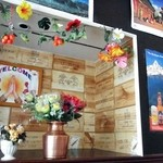 ニューカトマンズキッチン - 壁面の飾り