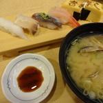 富寿し - 貝汁とお寿司