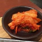 honkakuyakinikukangen - 定食に付いているキムチ