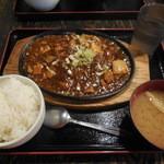 まんぷく食堂 - 麻婆鉄板焼 ¥500(2015.05)