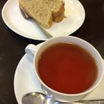 37965655 - シフォンケーキとべにほまれ紅茶