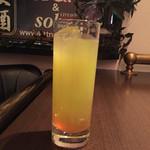 ソバーズ - ミットナイト,サン (ウオッカ.メロン.オレンジ.   レモン,ソーダ. グレープF)