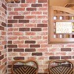 コリヤンテーブル - 内観写真:店内のテーブル席の風景です