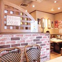 コリヤンテーブル-店内のテーブル席の風景です