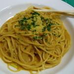 アルポルト - ウニのトマトクリームソースのスパゲッティ♪右上はグリッシーニです