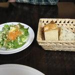 ヴィア トスカネッラ - サラダとパン