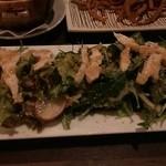 牛タンとがぶ飲みワイン まつ田屋 - 蒸し鶏と水菜の胡麻サラダ 760円