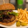 ヴァション/シアトルズベストコーヒー - 料理写真:ボリュームたっぷりジューシーなアメリカンハンバーガーはビーフ100%♪