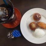 カフェ・デュ・シプレ - 料理写真:アイスコーヒーと3点盛りタルト