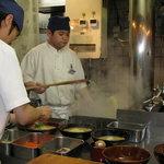 古潭 - 内観写真:麺は昔ながらの大釜で茹でています!