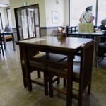 正直庵 - テーブルのレイアウトが広めの明るい空間