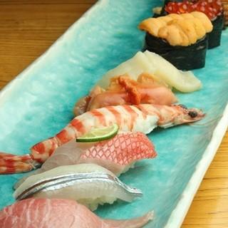 店主の目利きで仕入れる新鮮魚介
