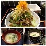 37988705 - お味を付けて炒めた牛肉の上にタップリのお野菜がのせられています。高級な牛丼の印象だとか。                       茶碗蒸しも普通に美味しいそうです。