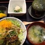 37988712 - ◆和牛と野菜の丼(1200円)