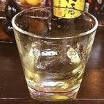 MOMO - 山梨のモンデ酒造の石和というウイスキーをロックで‼️ この店に行くために銀座から新橋まで歩ったのですが、シーバスを2杯飲んでしまったので、これ一杯で帰ります(^^