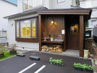 ラ・サンテ - 2015年3月に移転した一軒家レストランです