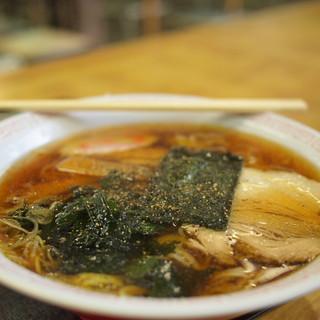 外苑休憩所 - 料理写真:熱々のラーメン600円