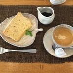 スウィート ローズ - デザートのきな粉のシフォンケーキ。黒蜜をかけて頂きます。