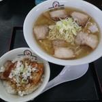37994172 - 喜多方らーめん大盛り(¥800)炙り焼豚丼(¥180)