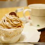 モスカフェ - カップケーキモンブラン、ドリンクセット (¥710)
