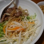 チャオハノイ - (2015/4月)「サラダ麺、グリル牛肉と新鮮野菜のせ、ニュクチャム添え」