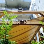 38002203 - テラス席の屋根横