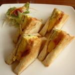 Cafe & Kitchen Rabbits - ふわふわ玉子サンド、ホットサンドをリクエスト