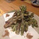 松濤はろう - うどの天ぷらと藻塩