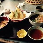 あす花亭 - エビ天ちらし寿司セットで、お吸い物をおうどんに変更してます