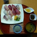 海鮮料理 みはる - 寿司。御飯よりもネタがとっても大きい