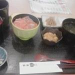 38011864 - ミニ・サーモン丼&ウニ単品