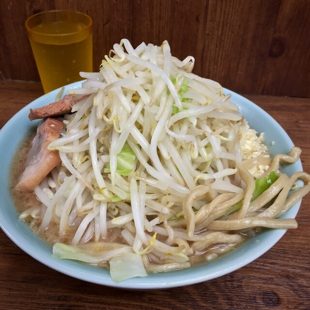 ラーメン二郎 池袋東口店 - ラーメン(野菜マシマシニンニク少し¥700)5/16/2015