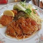 グルメ ヤマグチ - 料理写真:日替わりランチのメインディッシュ(グリルチキン・魚フライ)